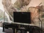 Paddock Tv, TV stand